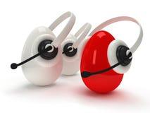 Skinande ägg med hörlurar med mikrofon över vit Fotografering för Bildbyråer