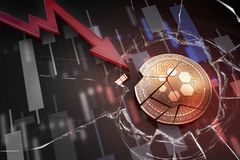 Skinande guld- AXIONV-cryptocurrencymynt som är brutet på tolkning för underskott 3d för negativ diagramkraschbaisse fallande bor arkivbilder