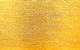 Skinande guld målade på träväggen i den delikata linjen modeller för textur eller bakgrund som var horisontal royaltyfri fotografi