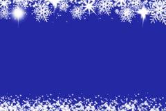 Skinande julbakgrund med snöflingor och ställe för text Blå feriebakgrund med kopieringsutrymme fotografering för bildbyråer
