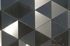 Skinande metalltriangelbakgrund Royaltyfria Foton