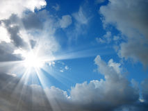 skinande skysun Arkivfoto