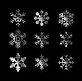 Skinande snöflingor för silver royaltyfri illustrationer