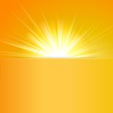 Skinande solvektor, solstrålar, solstrålar Royaltyfria Foton