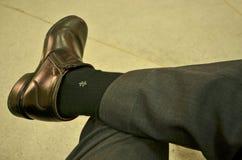 Skinande svarta skor av en gentleman Arkivbild