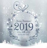 Skinande Xmas-boll för glad jul 2019 och nytt år på feriebakgrund med vinterlandskapet med snöflingor, ljus, stjärnor vektor illustrationer