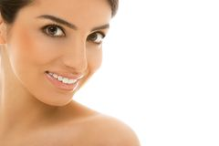 Skincare。有逗人喜爱的微笑的美丽,自然女孩 免版税库存照片
