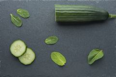 skincare的自然成份,洗刷或smoothy用黄瓜、鲕梨和薄菏 库存照片