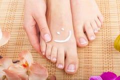 Skincare ног женщины красотки стоковые изображения