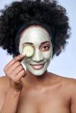 Skincare与非洲黑人模型的秀丽概念 免版税库存照片