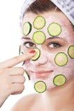 Skincare Frau mit Schönheitsschablone Stockfotografie