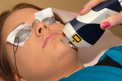Skincare Laser-Pigmentfarbenänderung am Tagesbadekurort Stockfoto