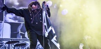 Skindred, Benji Webbe живет в концерте 2017 стоковая фотография