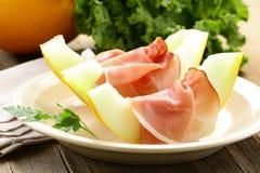 Skinka Prosciutto med melonen royaltyfria foton