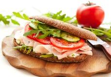 skinksmörgåsgrönsaker arkivbilder