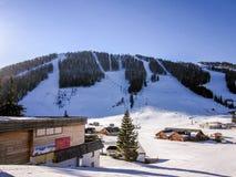 Skiort in den österreichischen Alpen Lizenzfreie Stockfotografie