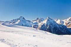 Skiort in den französischen Alpen lizenzfreie stockfotografie