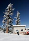 Skiort mit frischem Schnee Lizenzfreie Stockfotografie