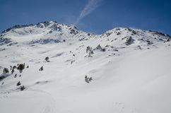 Skiort Pas de la Casa in Andorra an Grandvalira-Sektor Pyrenäen an einem sonnigen Tag stockfotografie