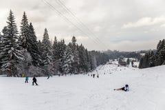 Skiort in Poiana Brasov, Siebenbürgen, Rumänien - Dezember 2018 stockbilder