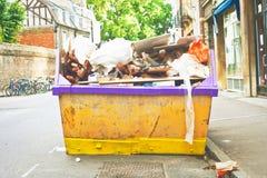 Skip van het afval Stock Afbeeldingen