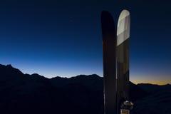 2 skis photo libre de droits