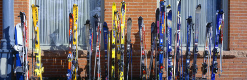 Skis bei Vail Stockfoto
