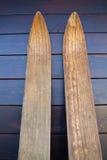 Skis en bois Images libres de droits