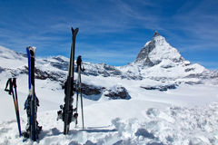 Skis and the Matterhorn Royalty Free Stock Photos
