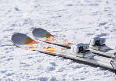 Skis op de sneeuw Stock Afbeelding