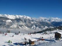 Skischule auf der Steigung Lizenzfreie Stockfotos