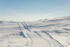 Skislepen in bergen stock foto's