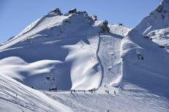 Skisloopes mit alpinen Skifahrern Gaschurn Lizenzfreie Stockfotografie