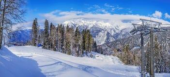 Skispoor van het ski?en complexe ` Laura, GAZPROM ` Dichtbij Sotchi, Rusland op 31 Januari, 2016 Royalty-vrije Stock Afbeeldingen