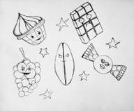 Skissa av älskvärda sötsaker och frukter royaltyfri bild