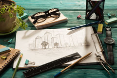skissa av arkitektur på skrivbordet arkivfoto