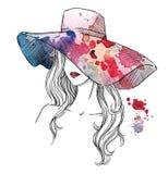 Skissa av en flicka i en hatt Text och teckning av flickan tecknad hand Royaltyfri Foto