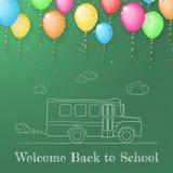 Skissa av skolbussen som göras på svart tavla med färgballons Royaltyfri Bild