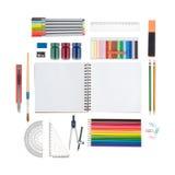 Skissa boken och skola eller kontorshjälpmedel som isoleras på vit bakgrund och den snabba banan fotografering för bildbyråer
