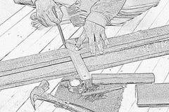 Skissa den manliga snickaren som arbetar med den wood blyertspennan och hjälpmedel på arbetsstället Bakgrundshantverkarehjälpmede Royaltyfria Foton