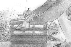 Skissa den manliga snickaren som arbetar med den wood blyertspennan på arbetsstället Bakgrundshantverkarehjälpmedel Zoom in royaltyfria bilder