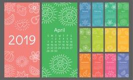 Skissar den drog färgrika handen för kalendern 2019 Blomma hjärta, blad, jordgubbe, vattenmelon, sol, snöflinga, pumpa, päron Royaltyfri Fotografi