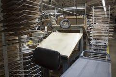 Skissningtabell med kuggar av mallar i fabrik Royaltyfri Fotografi