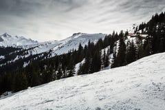Skisteigung in den Alpen Lizenzfreie Stockfotografie