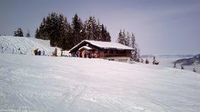 Skisteigung und -restaurant bei Tarvisio, Italien Lizenzfreies Stockbild