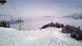 Skisteigung und -Sesselbahn bei Tarvisio, Italien Stockbilder
