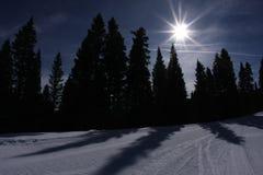 Skisteigungabend stockfotografie