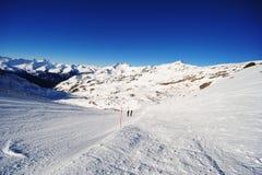 Skisteigungen in den Alpen Stockbilder