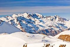 Skisteigungen in den französischen Alpen lizenzfreies stockfoto