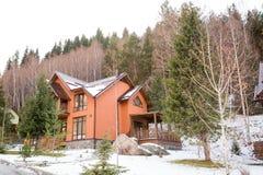 Skitoevlucht Forest Tale dichtbij Alma Ata, Kazachstan Stock Fotografie